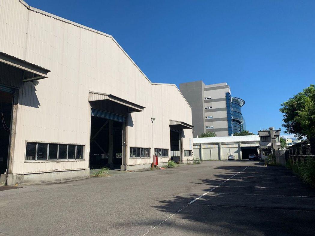 瑞普萊坊獨家代理龜山工業區建物1,853坪、土地3,207坪的廠房標售,可充分滿...