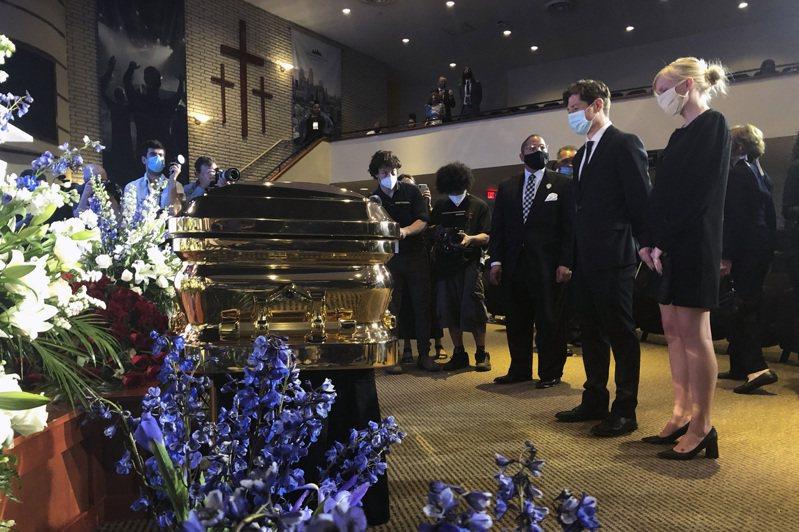 佛洛伊德追悼會。 美聯社