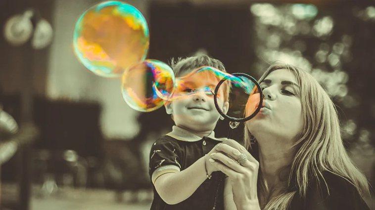 對子女最好的愛,是父母自己的成長、有能力愛自己、有能力愛彼此。因為只有愛自己的父...