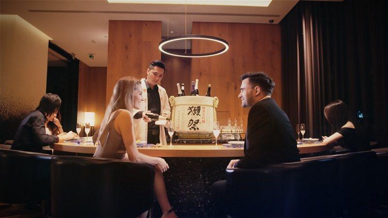 晶英國際行館內首間獺祭海外官方酒吧,不用出國即可品味道地日式酒吧氛圍。 晶英國際...