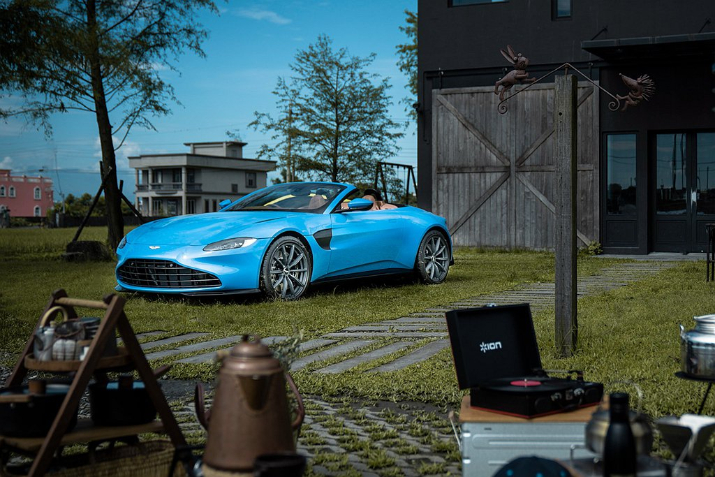 Aston Martin Vantage Roadster登台亮相並公布售價。 ...
