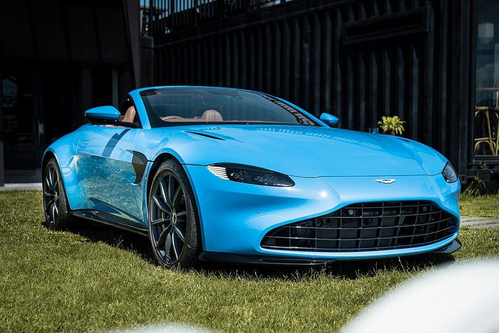 Aston Martin為Vantage Roadster打造專屬Z型軟頂折疊車...