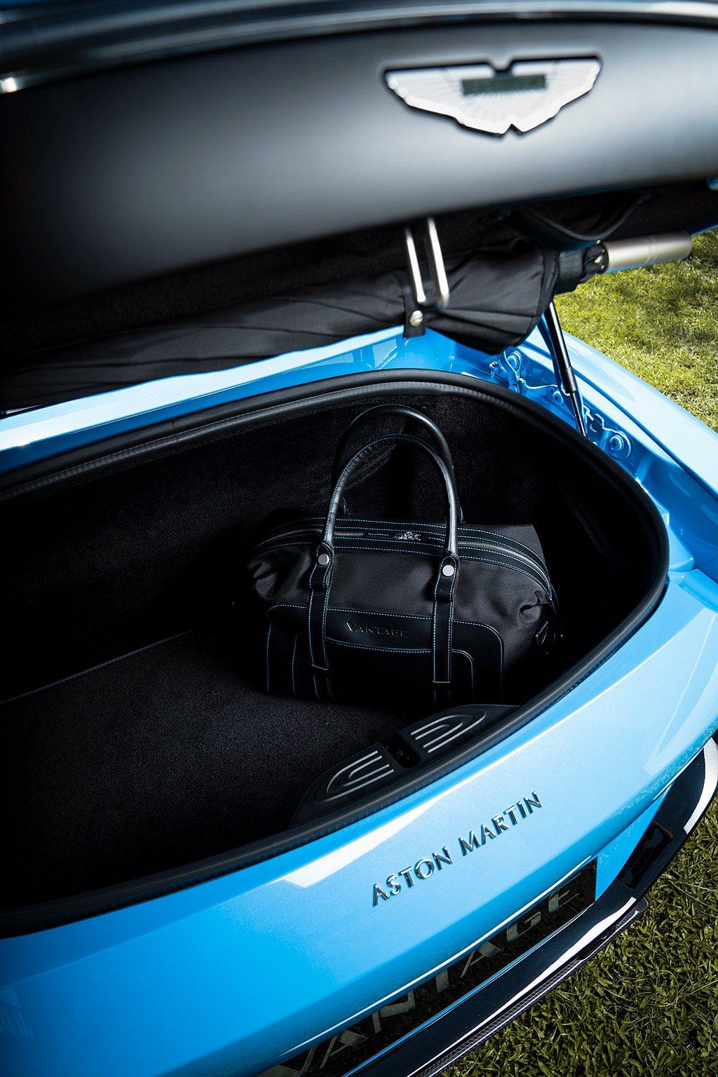 Aston Martin Vantage Roadster的收納空間表現亦傲視於...