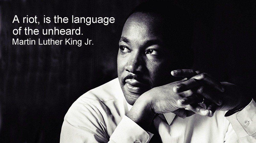 金恩在1966年接受《CBS》的專訪所說的言:「暴動,是不被傾聽者的語言。」