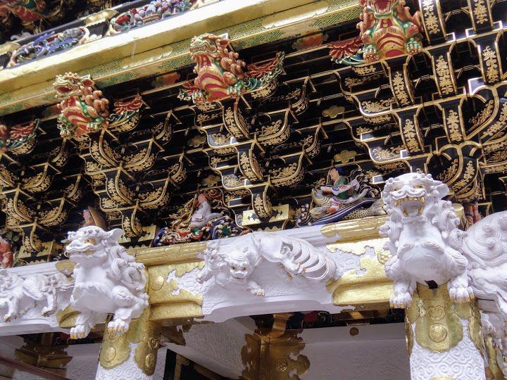 門內人物雕塑,唐獅子上方,右起是乘鯉的琴高,乘龍的黃仁覽