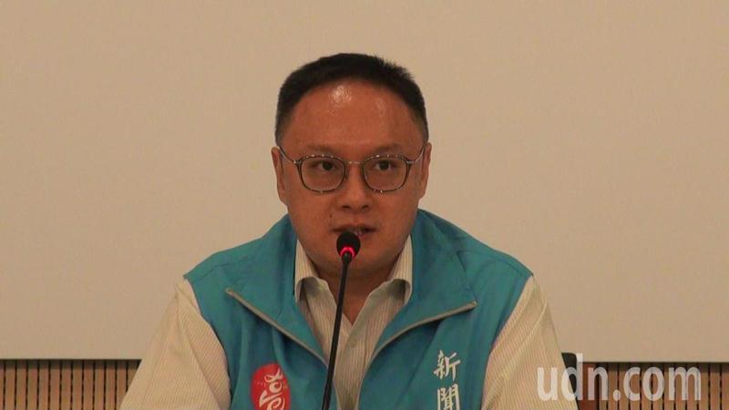 高雄市新聞局長鄭照新表示,韓市長專注市政,充滿活力,投票結果就交市民選擇。記者王昭月/攝影
