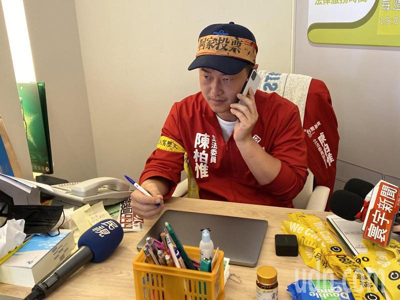 立委陳柏惟今天在台中市在台中催票,號召北漂的年輕人,組民主南征隊,返回高雄投票。記者趙容萱/攝影