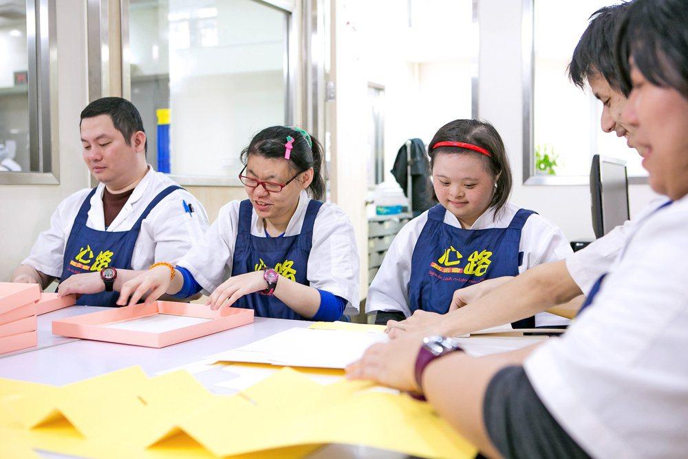 心路基金會慈泰庇護工場工作情形。圖/新北市勞工局提供