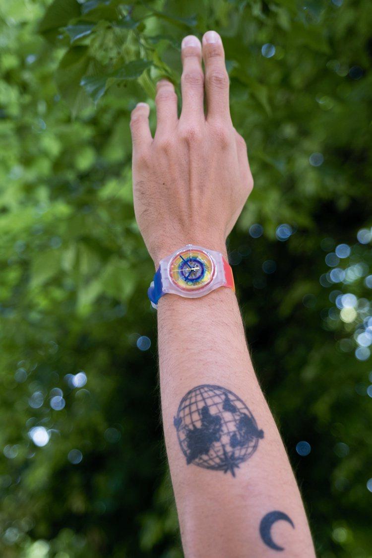 SWATCH全新的OPENSUMMER彩虹腕表,設計核心概念從性別少數群體LGB...