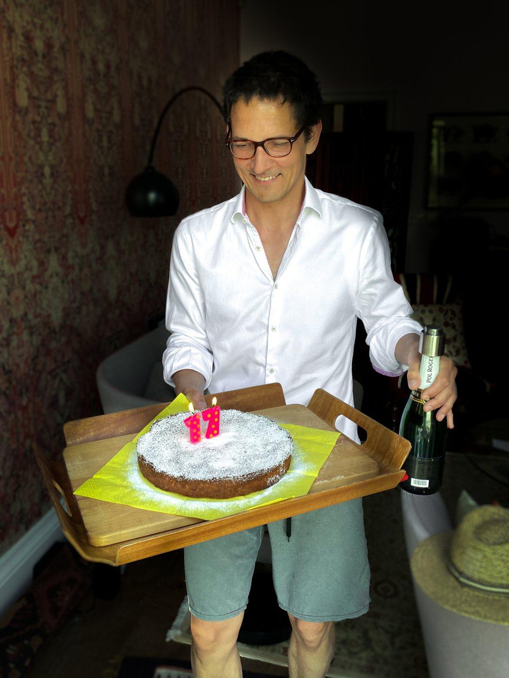 莫文蔚老公Johannes化身「型男主廚」包辦愛心生日餐。圖/莫家寶貝工作室提供