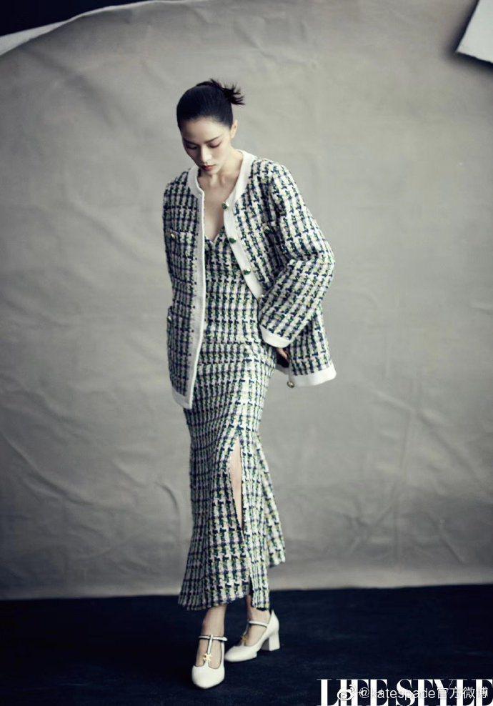 鍾楚曦演繹kate spade春夏粗花呢套裝的自信優雅。圖/取自微博