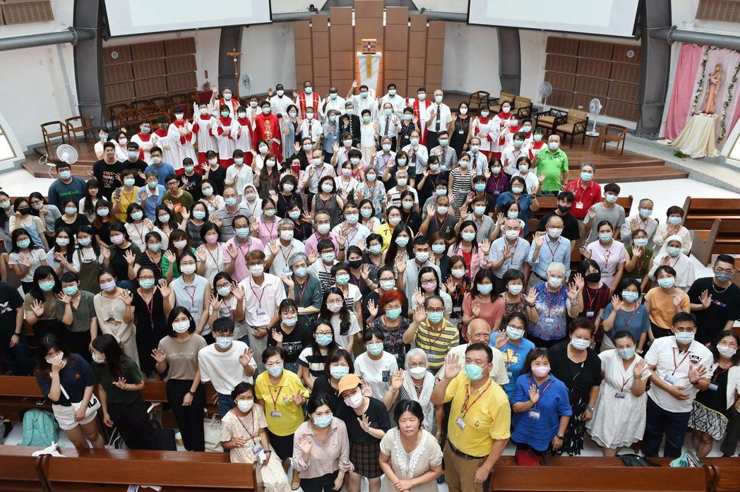 已連辦24年的靜宜與東海大學聯合祈禱會,今在靜宜大學「主顧聖母堂」舉行。圖/靜宜...