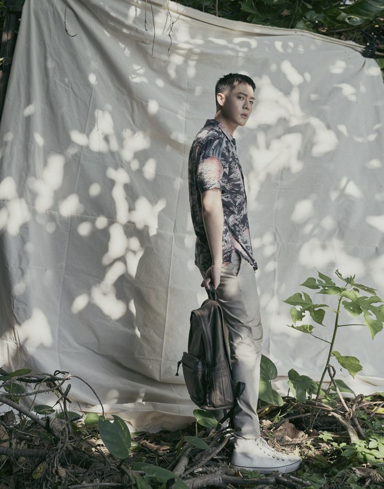 男星周湯豪演繹AllSaints夏季男裝系列,展現帥氣魅力。圖/AllSaint...