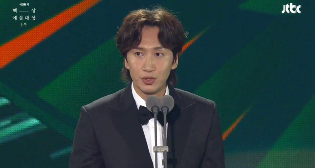 李光洙以「完美搭檔」意外打敗「寄生上流」朴明勳拿下電影類最佳男配角,連他自己都不