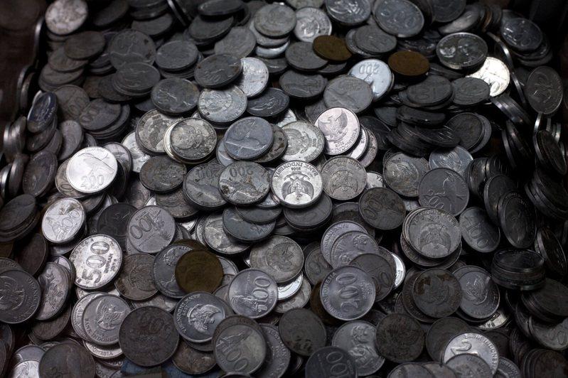 印尼盾兌美元匯率今年一度大幅貶值,如今回升至1美元兌14,084印尼盾。美聯社