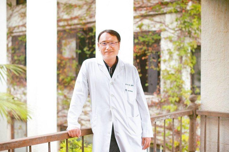 羅東博愛醫院腎臟科主任陳俊達倡議,醫病共享決策的精神是充分做到醫病溝通,協助腎友...