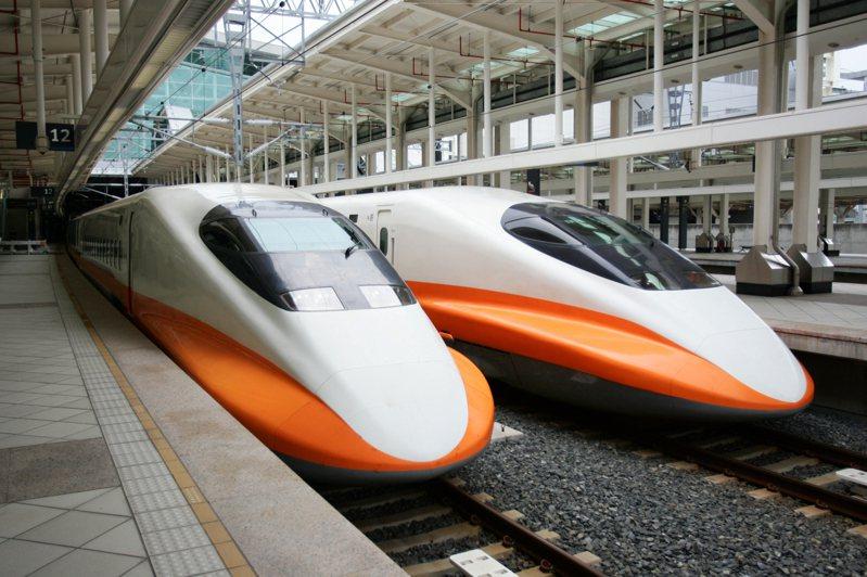 高鐵本周三已宣布,因周五、六、日部分時段車次熱銷,部分區間已無可售座位,增開周五、周六南下八班、周日北上增開四班,今天上午再宣布晚間加開一班南下各站停靠列車,配置五節自由座車廂。圖/台灣高鐵提供