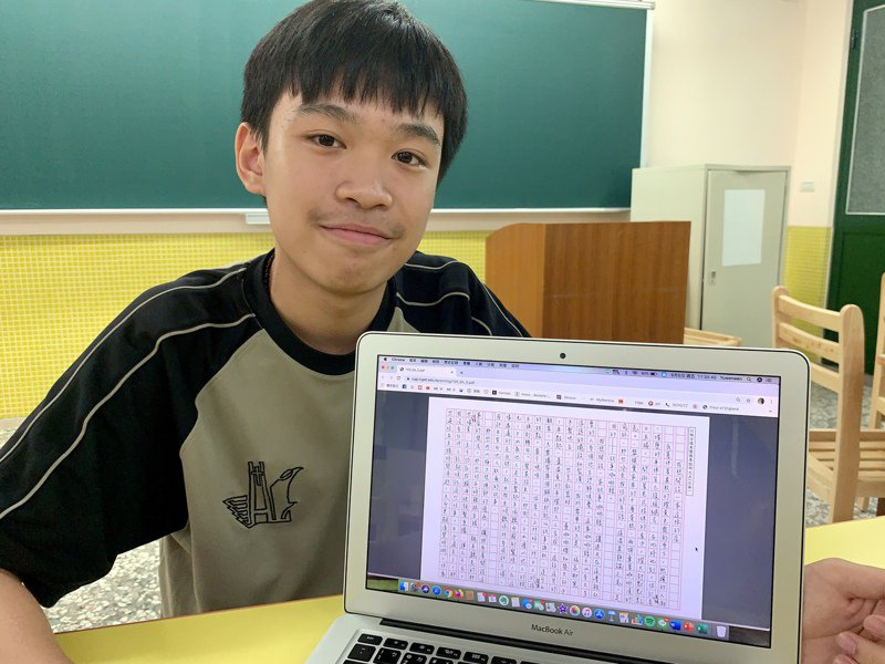 台中市衛道中學陳韋翰會考寫作測驗六級分,獲選今年作文範例。記者喻文玟/攝影