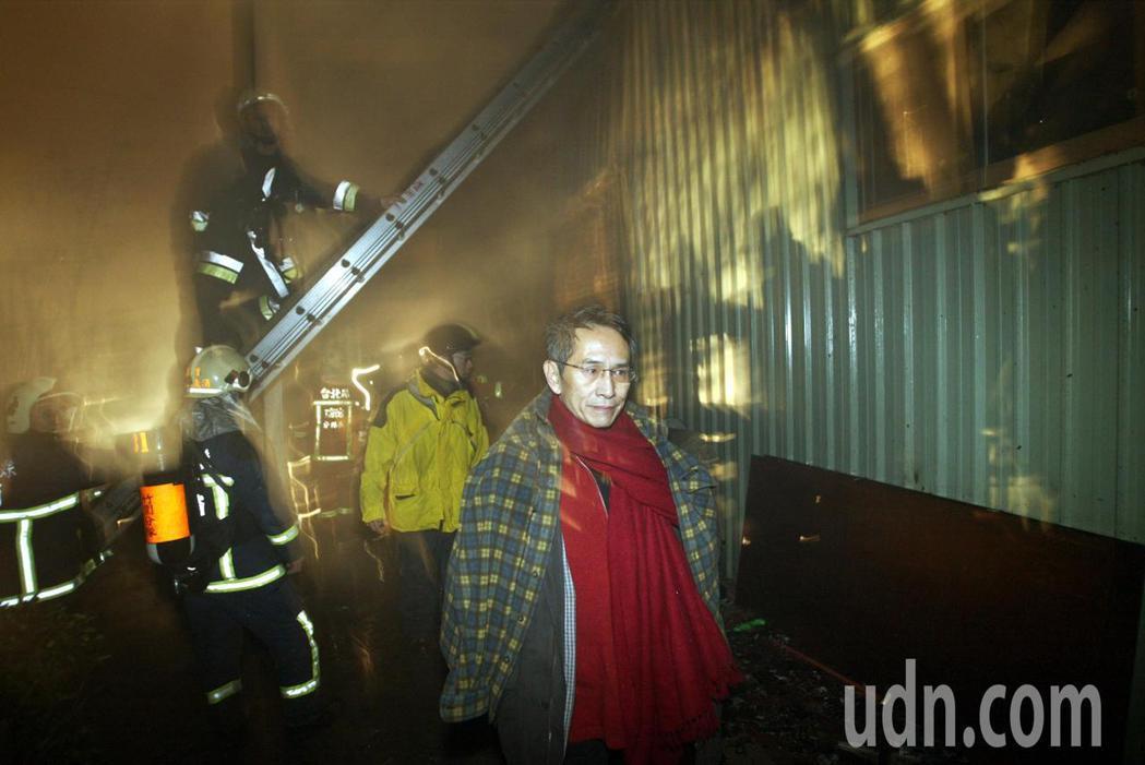 雲門舞集2008年在八里的鐵皮屋排練場發生火警,創辦人林懷民聞訊第一時間趕到現場
