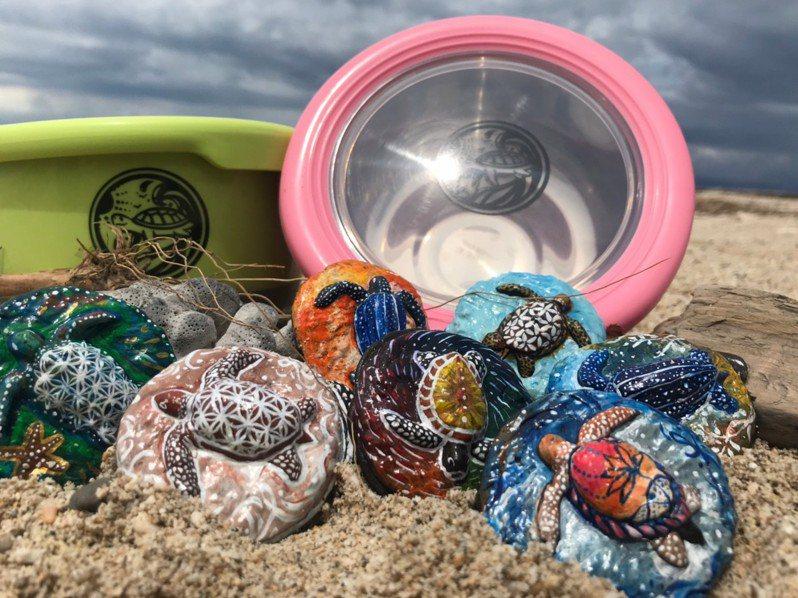 屏東小琉球環保團體海湧工作室與台灣咾咕嶼協會,今年推出「飛炫box便當盒租借」,需搭配以回收保麗龍製作的「咕咕幣」,選在世界海洋日6月8日開跑。記者潘欣中/翻攝