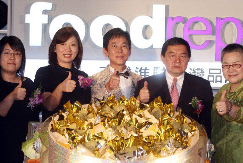 新加坡「麵包物語」老闆郭明忠(中)是和台灣關係最緊密的新加坡老闆。圖/聯合報系資料照片