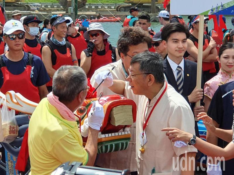 台北市長柯文哲上午至屈原宮參加龍舟點睛活動。記者楊正海/攝影