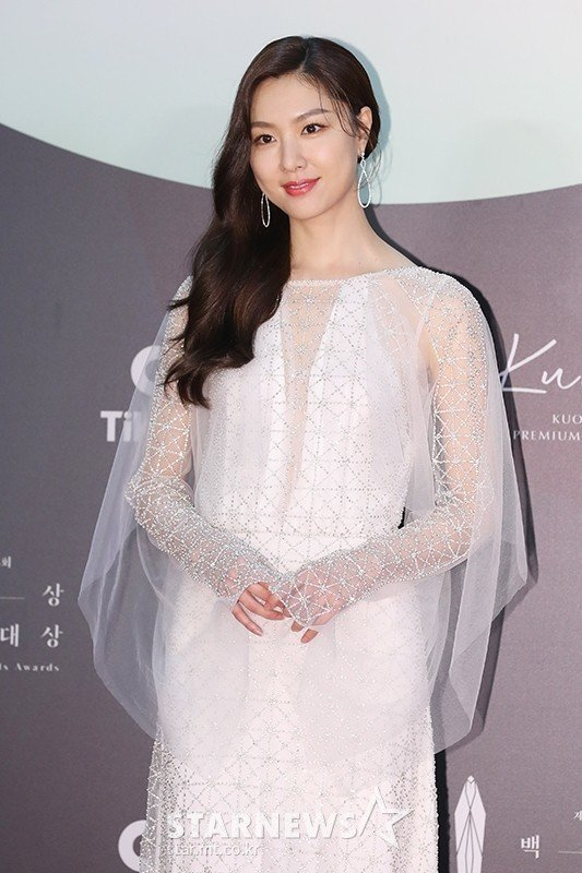 徐智慧穿MARCO & MARIA 2020婚紗系列。圖/摘自starnews