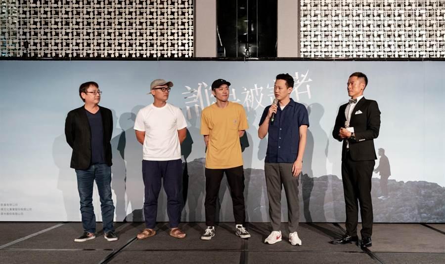 「誰是被害者」製作人許文雄(左起)、徐國倫及導演陳冠仲、莊絢維出席慶功宴。圖/瀚...