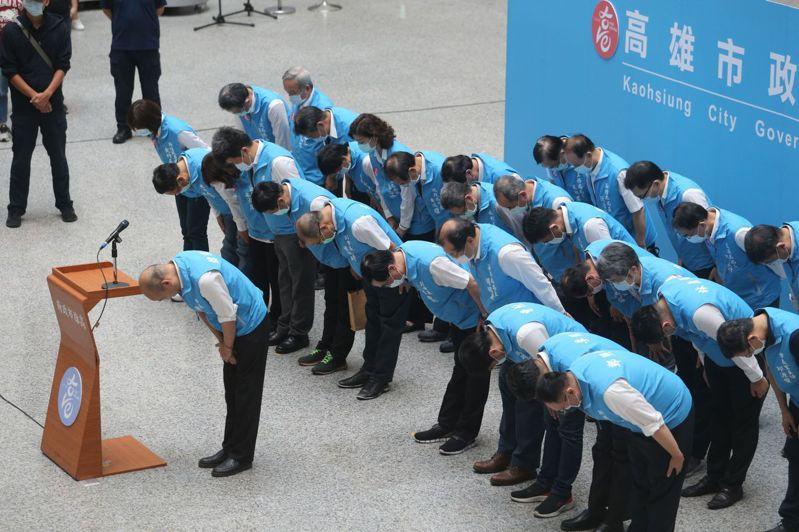 罷免案確定通過,韓的政治生命暫時畫下句點,傍晚5點20分,韓國瑜率一級主管在四維行政中心發表三個遺憾、兩個感謝、一個祝福。記者劉學聖/攝影