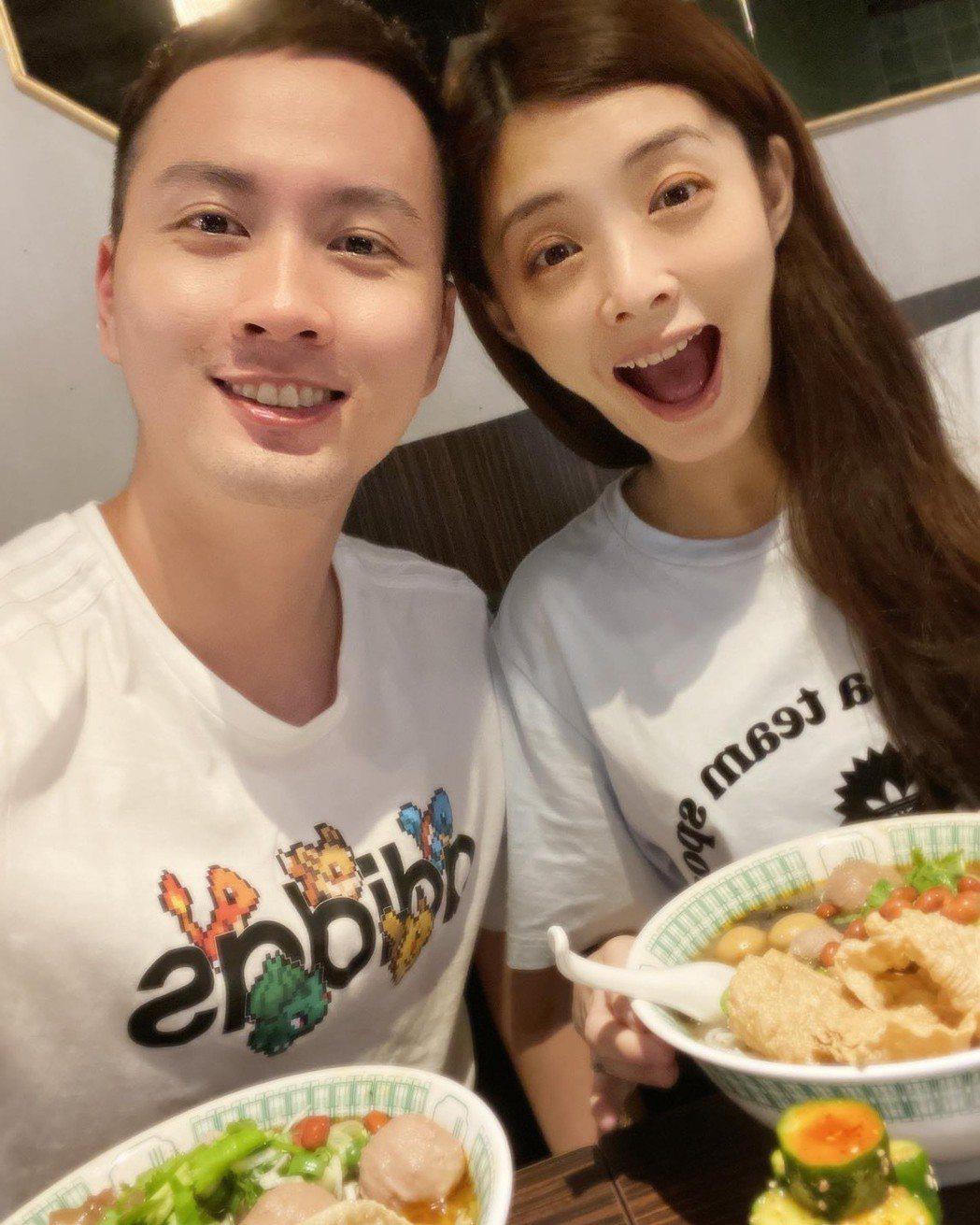 夏如芝(右)、張捷新婚生活超幸福。圖/摘自臉書