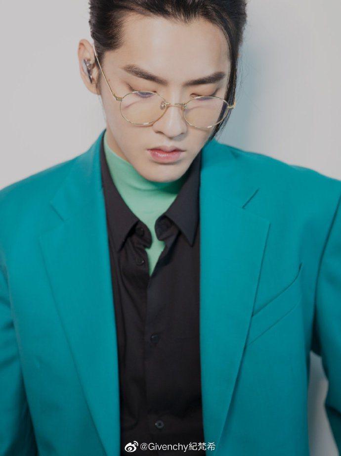 吳亦凡身穿2020早秋GIVENCHY男裝。圖/取自微博