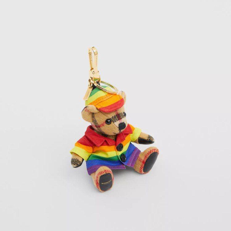 彩虹大衣和帽子造型Thomas泰迪熊吊飾,11,800元。圖/取自BURBERR...