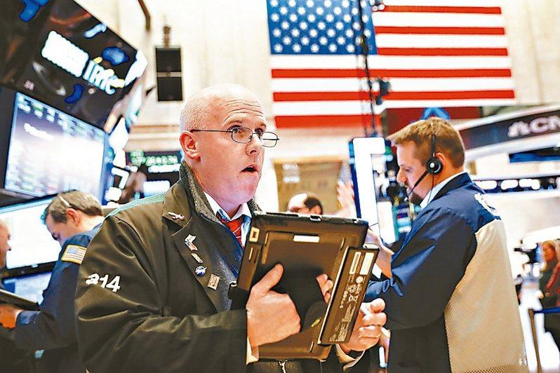 美股四大指數上周五全面開高走高,科技股表現尤其強悍,費半指數改寫歷史新高。(路透)