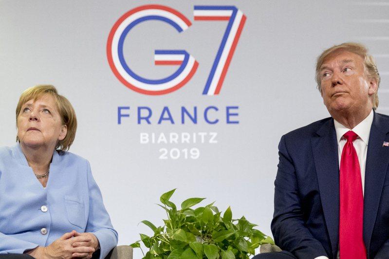 梅克爾和川普已經失去互信,圖為去年法國G7峰會兩人舉行雙邊會談時冰冷互動情形。美聯社
