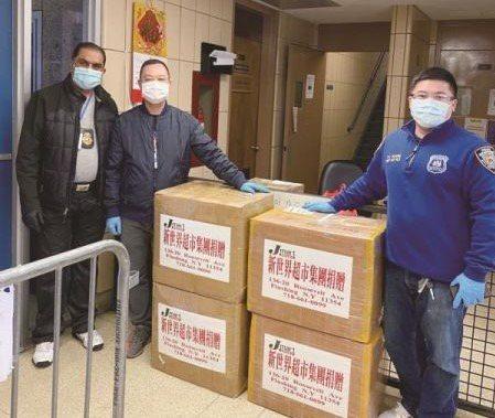 當得知109分局急需口罩後,華人組織、商家和個人很快送去一批批的口罩和其他防護用...