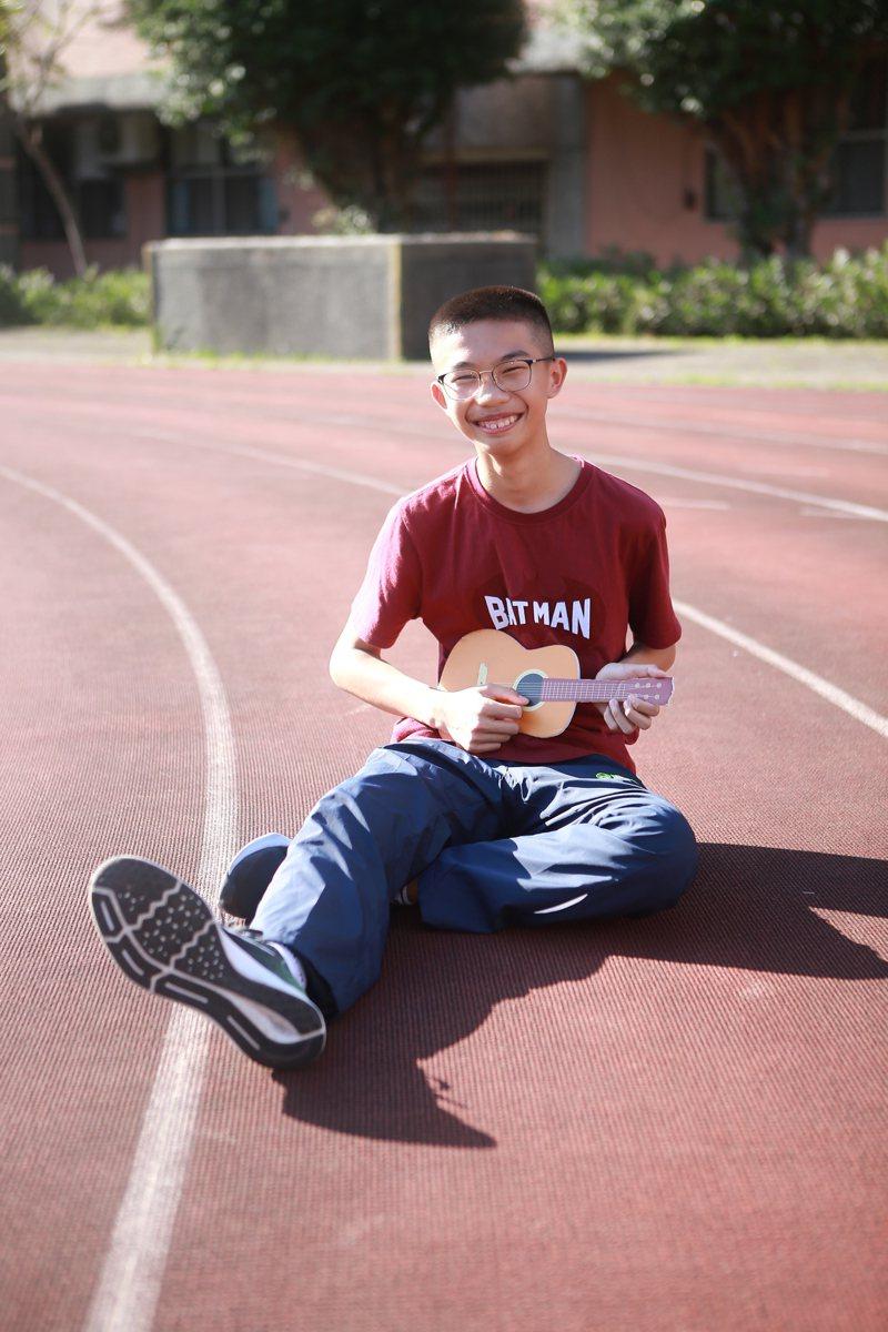 就讀基隆信義國中九年級的楊博崴,力爭上游,擔任桌球隊長且樂於助人,未來將以體育專長「桌球」升學,獲今年總統教育獎。圖/教育部提供
