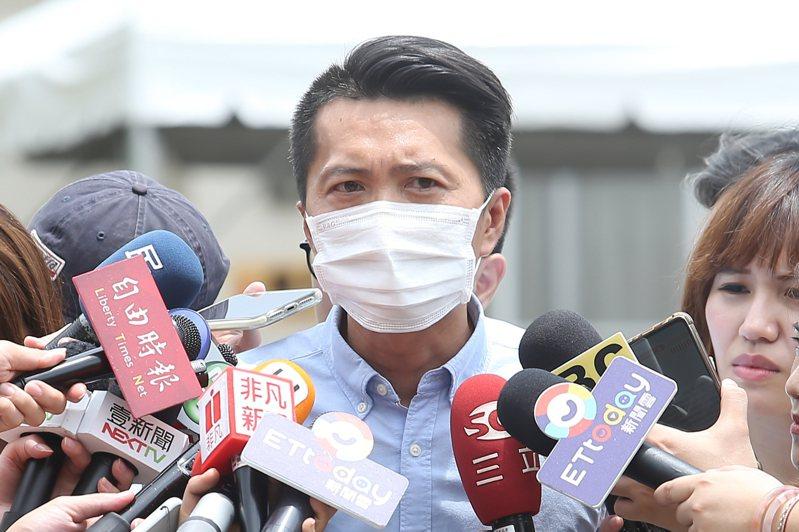 高雄市議員宋立彬出面回應媒體詢問。記者季相儒/攝影