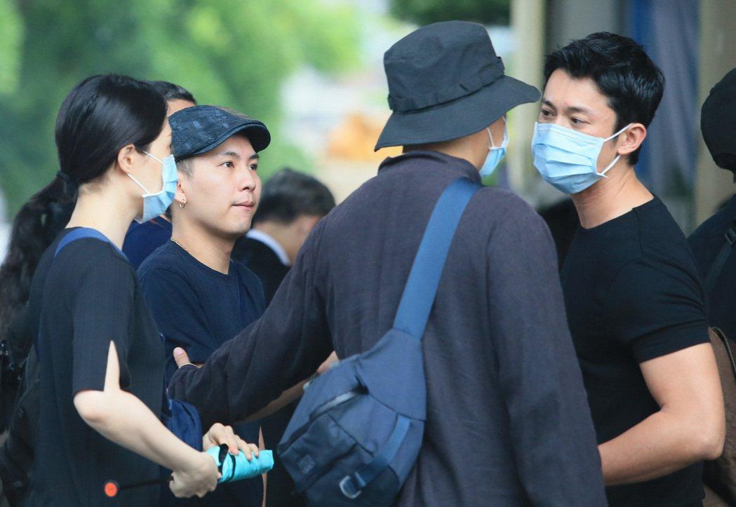 吳朋奉告別式,吳慷仁(右一)、巫建和(左二)等出席。記者潘俊宏/攝影