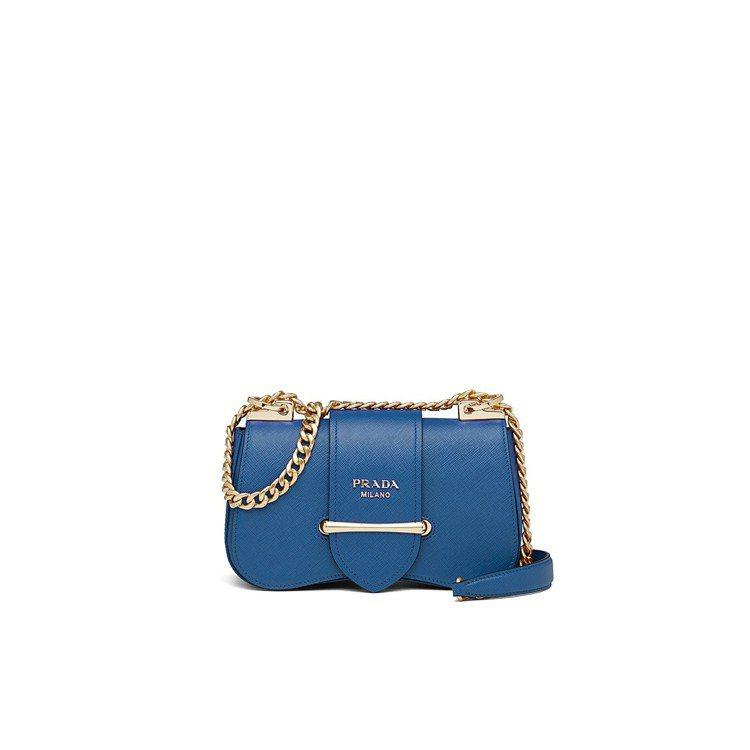 Sidonie藍色金屬鍊帶肩背包,70,000元。圖/PRADA提供
