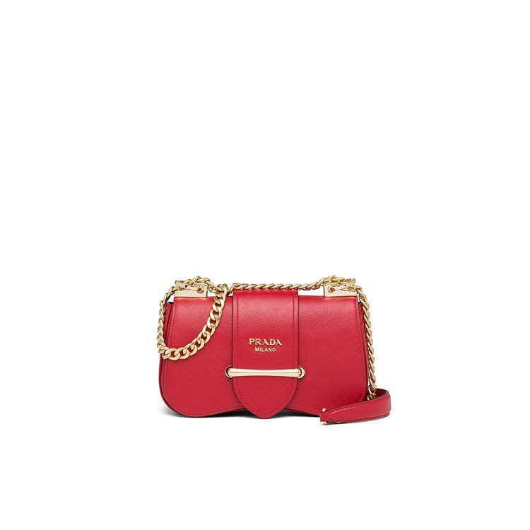 Sidonie紅色金屬鍊帶肩背包,70,000元。圖/PRADA提供