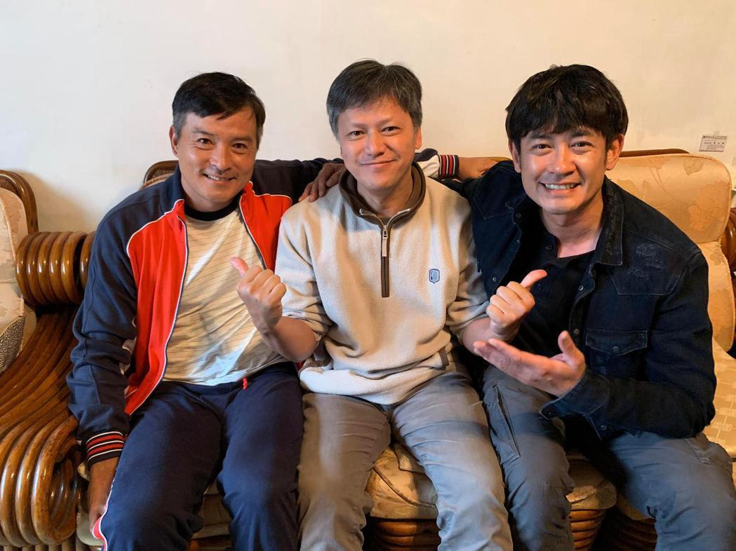童星的爸爸(中)常被說神似李銘順(左)、柯叔元。圖/讀者提供