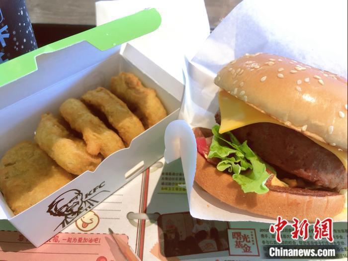大陸肯德基推出兩款人造肉產品,速食店也插足人造肉市場。 (中新網)