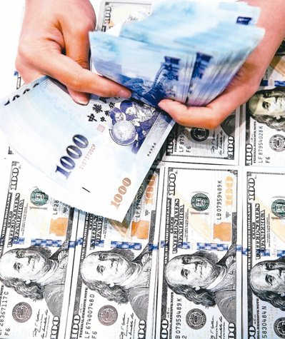 境外資金匯回專法將於今年8月上路滿周年,循專法申請匯回金額在6月正式突破千億元。...