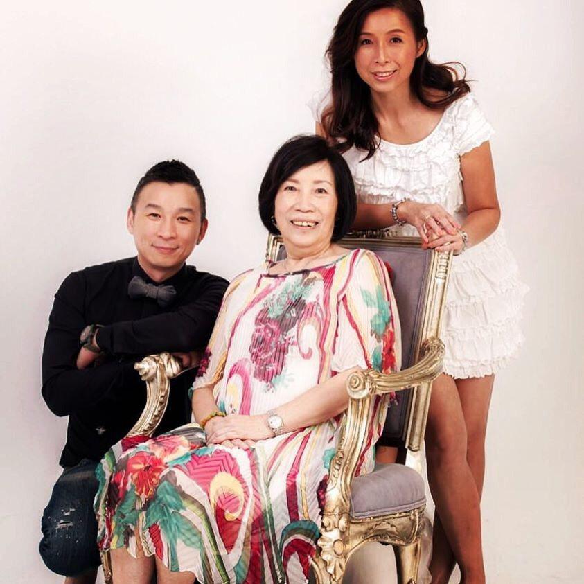 陳鎮川(左)與母親及妹妹。 圖/陳鎮川提供