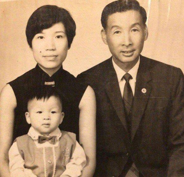 陳鎮川與父母。 圖/陳鎮川提供
