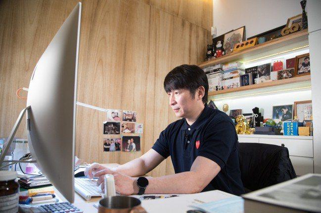 陳鎮川工作認真,哏又多讓他充滿創意。 圖/陳立凱攝影