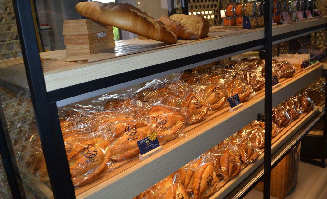 「深緣及水」將關廟特產「鳳梨」融入麵包產品中。  陳慧明 攝影