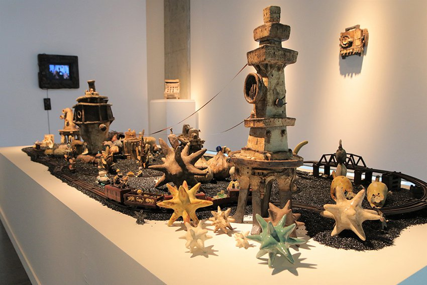 阿咧和徐橘喵的《一個備忘紀的地方》,是一座擁有各種萌系怪獸的小島。 陶博館/提供