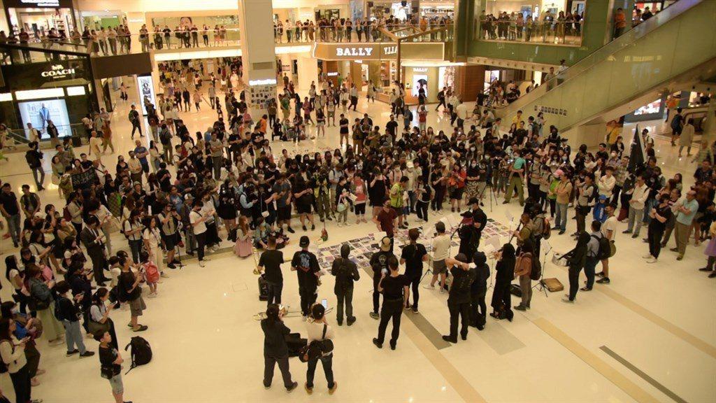 公視藝術節目「藝術很有事」,邀請反送中運動期間,被封為港版國歌「願榮光歸香港」的