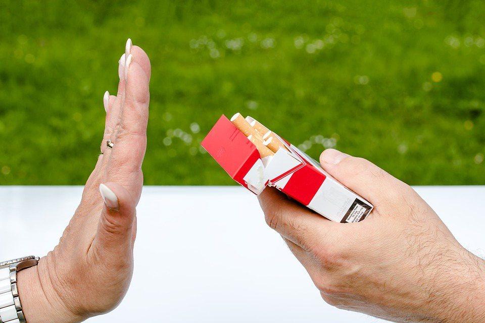 香菸燃燒後會產生7000多種有害的化合物及致癌物質,其中以尼古丁、焦油及一氧化碳...
